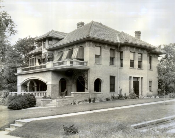 <em>Photograph of the Byrne-Reed House in the 1927. From the Austin History Center, C01460.</em>