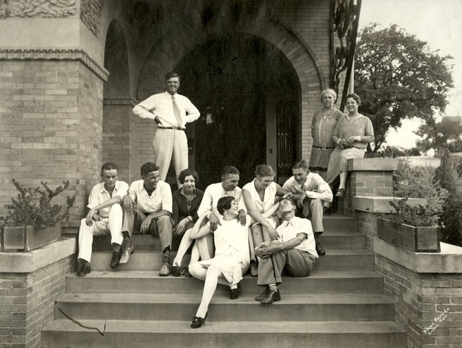 <em>Reed family and friends on the steps leading up to the main entrance of the Byrne-Reed House off Rio Grande. Courtesy of the Reed family.</em>