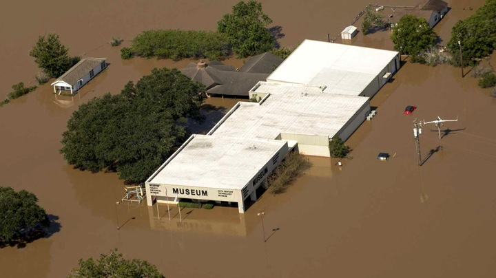 Hurricane Recovery Grants Hurricane recovery grants are now available from NEH and Humanities Texas for cultural and historical  institutions that suffered damage and losses as a result of Hurricane Harvey.