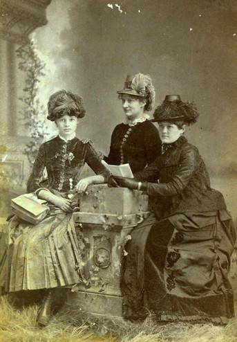 <em>Portrait of Ellen Sneed (right). Courtesy of Tom Reynolds.</em>