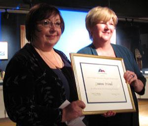 Joanne Frimel (left) receives the James F. Veninga Outstanding Teaching of the Humanities Award from HTx board member Leslie Blanton.